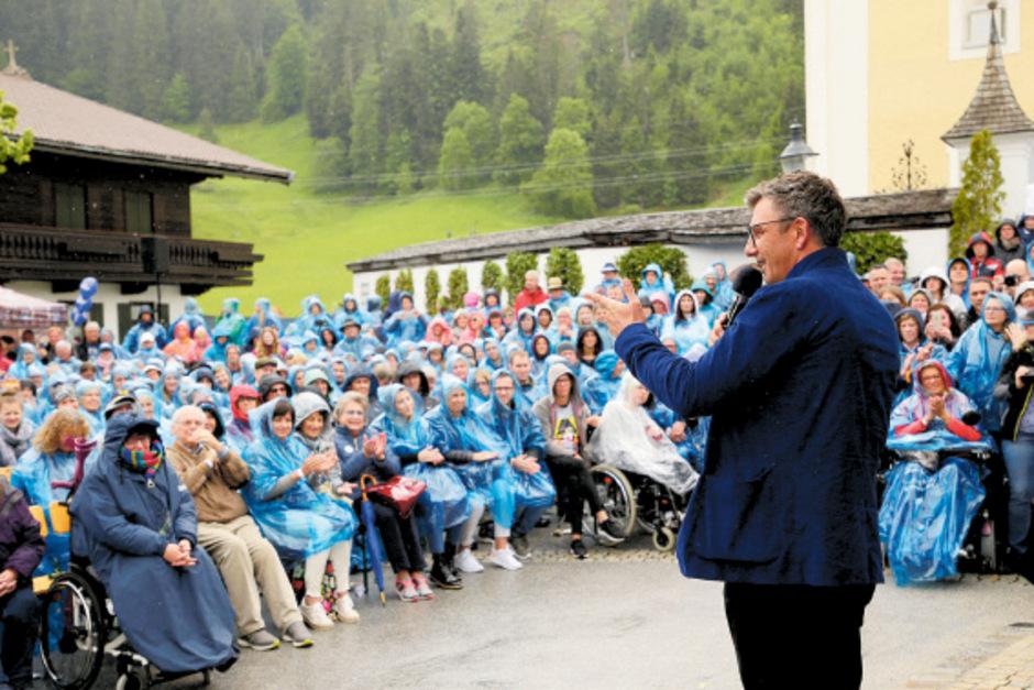 "In Ellmau lädt Hans Sigl zur ""Bergdoktor-Woche"" ein."