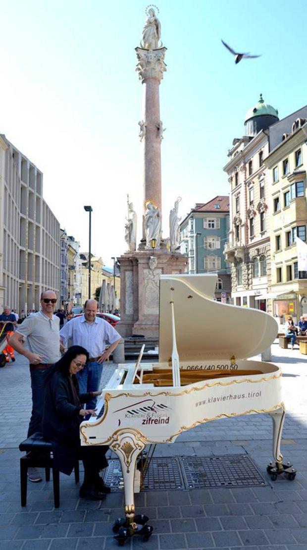 Von 1. bis 4. August kann man in der Maria-Theresienstraße die Tasten des Open Piano klingen lassen.