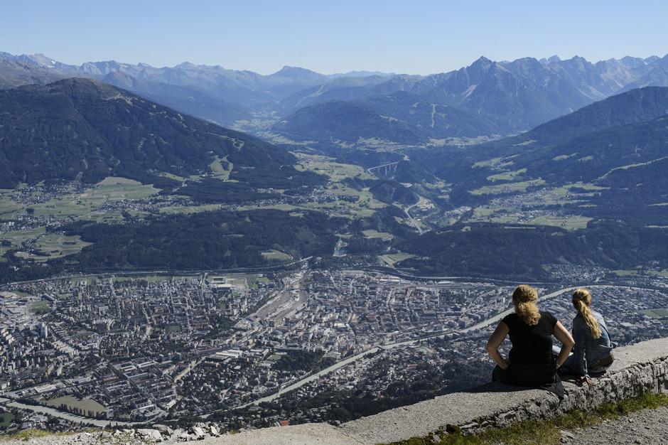 Der Blick auf Innsbruck. Auch Einheimische können die Innsbruck Card kaufen.