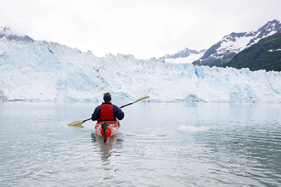 Ein Eisbrocken, der vom Valdez-Gletscher abbrach, könnte das aufblasbare Kanu, in dem der Tiroler und ein deutsches Ehepaar saßen, zum Kentern gebracht haben.