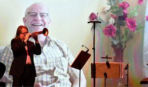Festivaldirektor in Action: Franz Hackl zeigte Videomaterial aus einer Zusammenarbeit mit dem 2018 verstorbenen Robert Barth.