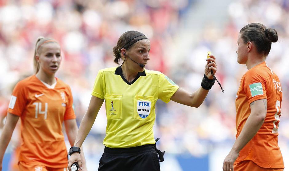 Für die souveräne Leitung des Frauen-WM-Finales erhielt Frappart Bestnoten.