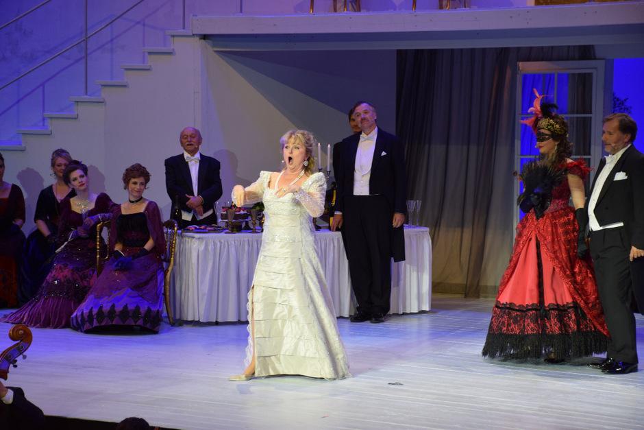 Nach dem Auftritt von Weltstar Edita Gruberová hielt es das Publikum nicht mehr auf den Sitzen.