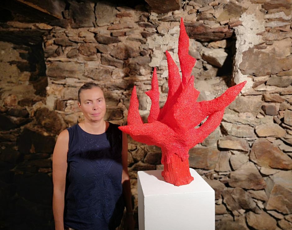 Künstlerin Katja Duftner wirft ihren Blick hinter die Kulisse einer heilen (Berg-)Welt.