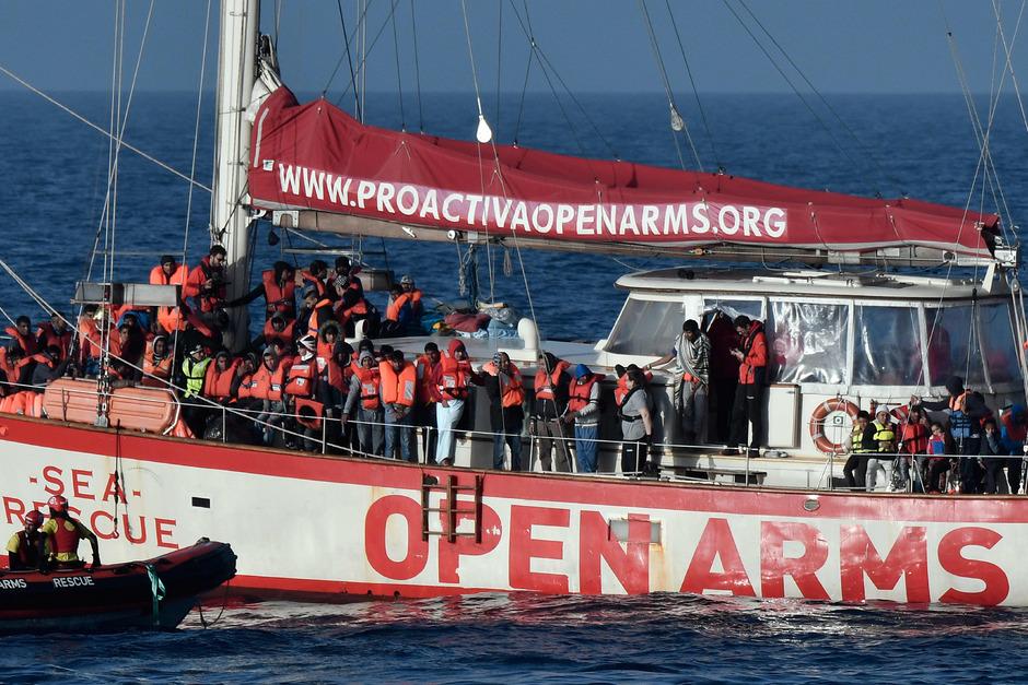 """Das Rettungsschiff """"Open Arms"""" der spanischen NGO """"Proactiva Open Arms""""."""