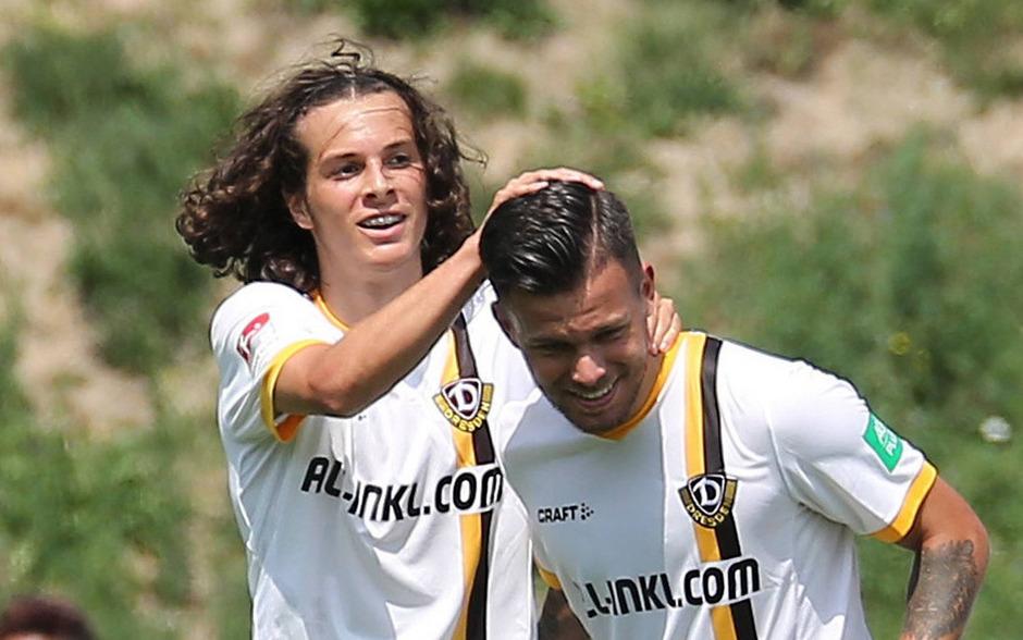 Die beiden Ex-Wacker-Kicker Sascha Horvath (r.) und Matthäus Taferner zeichnten sich für die 1:0-Führung verantwortlich.