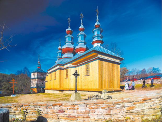 Stopp für Kulturinteressierte: die orthodoxe Holzkirche von Komancza.