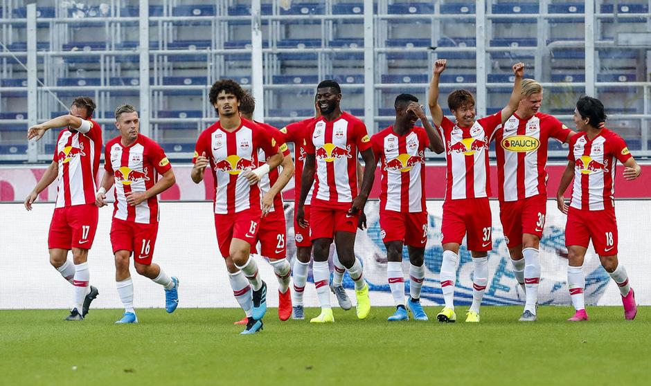 Meister Salzburg bog gegen Mattersburg bereits in der ersten Halbzeit mit einer 3:0-Führung auf die Siegerstraße ein.