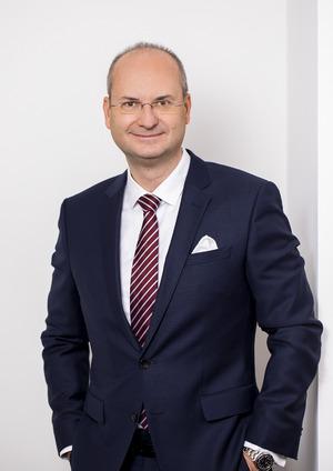 """""""In Westeuropa sind strategische Beteiligungen und Forschungszentren für chinesische Konzerne attraktiv"""", sagt Herbert Kovar (China-Experte Deloitte)."""
