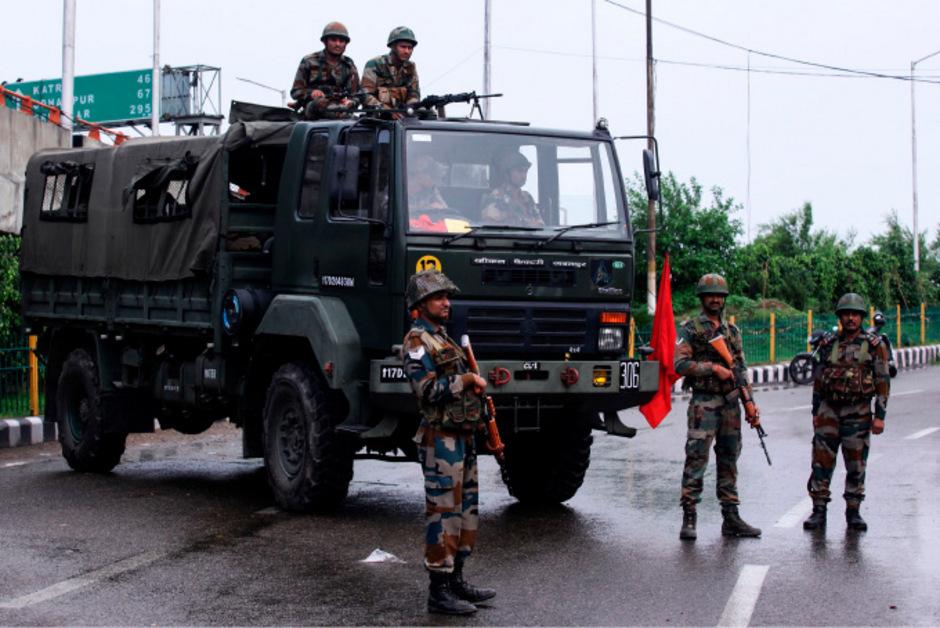 Die Behörden haben die Sicherheitskräfte in der Region Kaschmir stark erhöht.