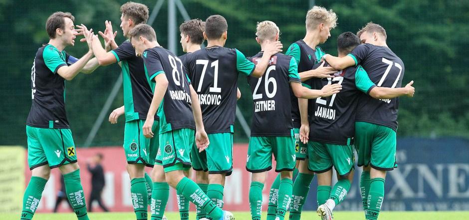 Mit einem starken Leitwolf namens Armin Hamzic (l.) überraschen die Wacker-Fohlen zum Saisonauftakt der Regionalliga Tirol.