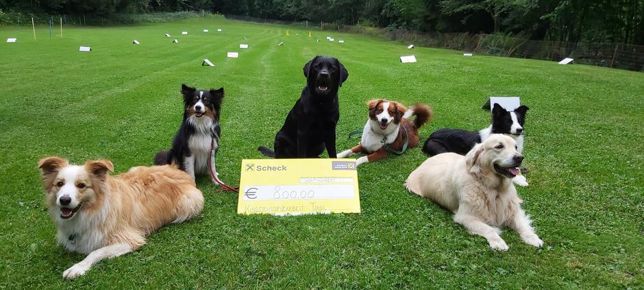 Der Reinerlös aus dem Losverkauf beim großen Jubiläumsfest des ÖGV Crazy Dog wurde an die Kinderhospizarbeit Tirol gespendet.