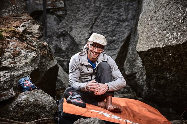 Auf drei Jahrzehnte Bouldersport blickt Bernd Zangerl (40) mit Freude zurück und bringt seine Eindrücke in seinem neuen Buch zu Papier.