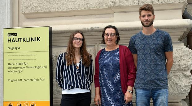 Christine Heufler (M.), Beate Posch (l.) und Dominik Klaver (r.) erforschten in Innsbruck einen Mechanismus bei Tierhaarallergien.