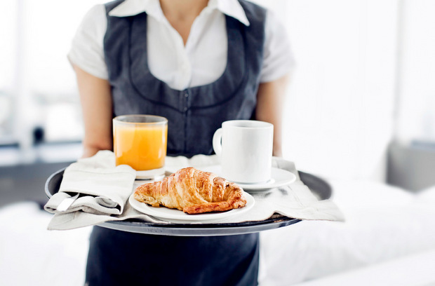In der Hotellerie und Gastronomie sind im November die meisten arbeitslos, 83 Prozent mit Jobgarantie.