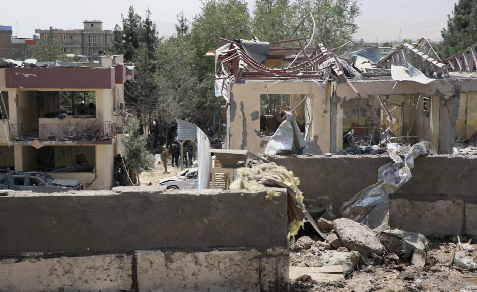 Am Eingang dieses Polizeigebäudes explodierte die Autobombe.