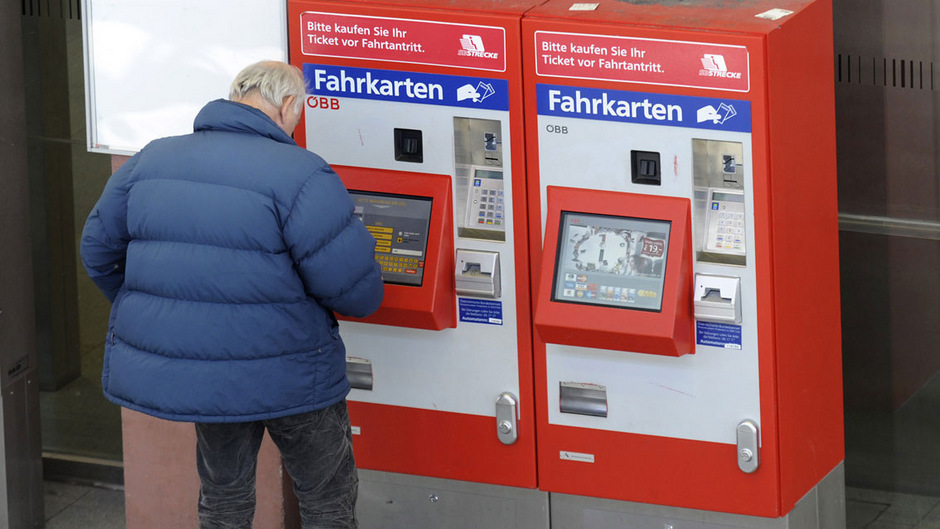 Ob am Fahrkartenautomat oder am Schalter: Wer einen Einzelfahrschein für den Tiroler Nahverkehr kauft, muss seine Fahrt innerhalb von zwei Stunden antreten.
