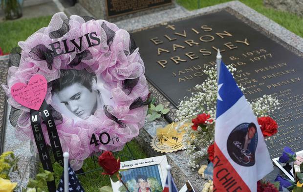 Das Grab von Elvis Presley in Memphis, Tennessee.