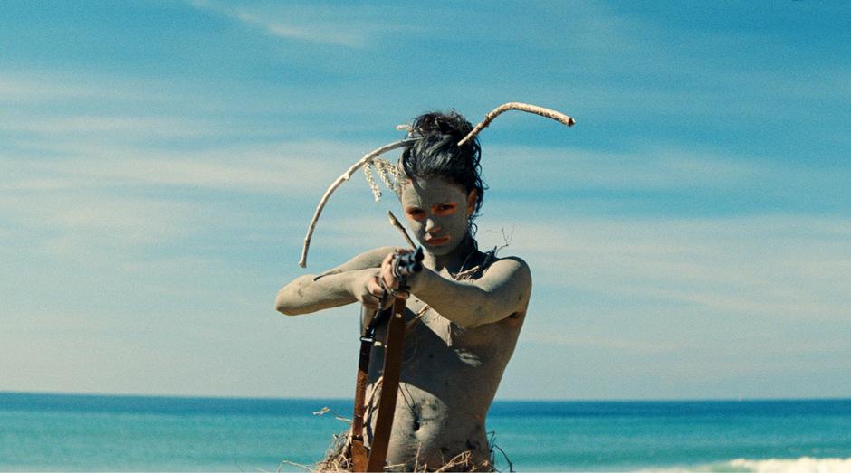 Die 17-jährige Hauptdarstellerin Noée Abita in ihrem Debüt als 13-jährige Ava, ein rebellischer Teenager, der zu erblinden droht.