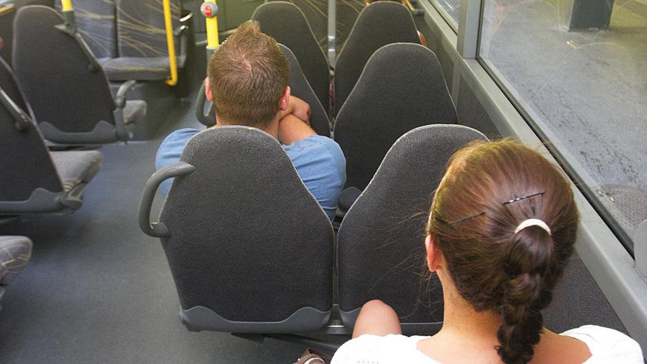 In der Regionalbahn attackierte ein Syrer eine Schaffnerin. Jetzt wurde er verurteilt. (Symbolbild)