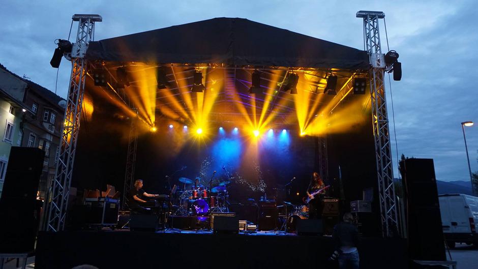 Auch viele Tiroler Nachwuchsmusiker dürfen beim Outreach Open Air in Schwaz Bühnenluft schnuppern.