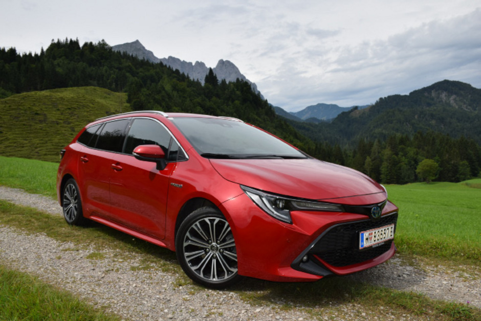 Gegenüber dem Vorgängermodell Auris hat der Corolla in puncto Style, Innenraummaterialien und sportlichem Fahrverhalten einen Fortschritt gemacht.