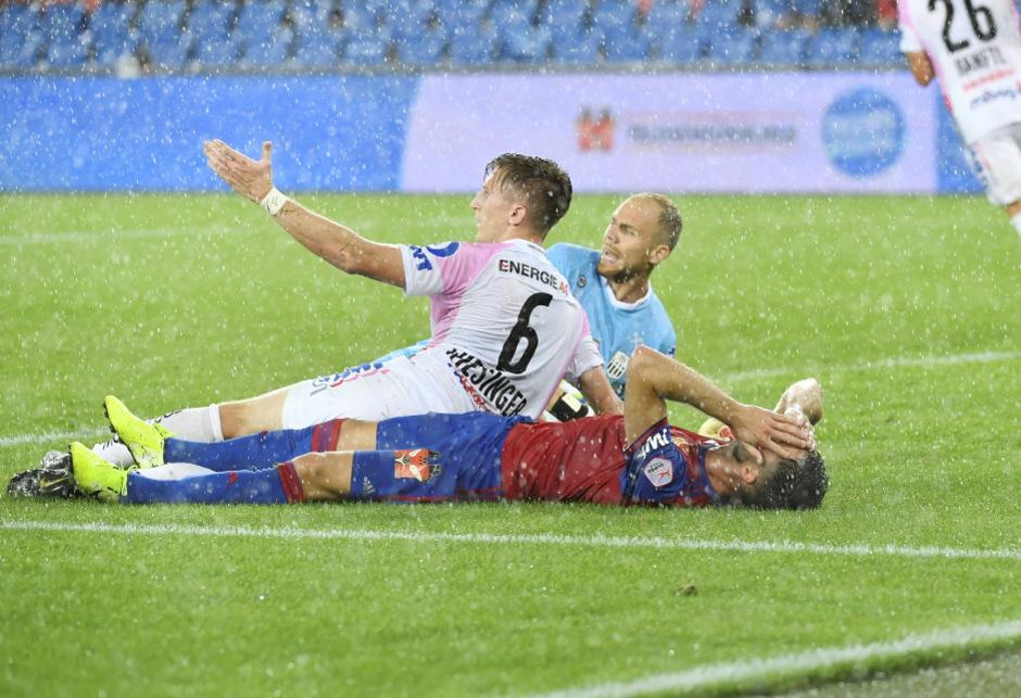 Die LASK-Defensive um Goalie Alexander Schlager brachte die Basler Angreifer phasenweise zum Verzweifeln.
