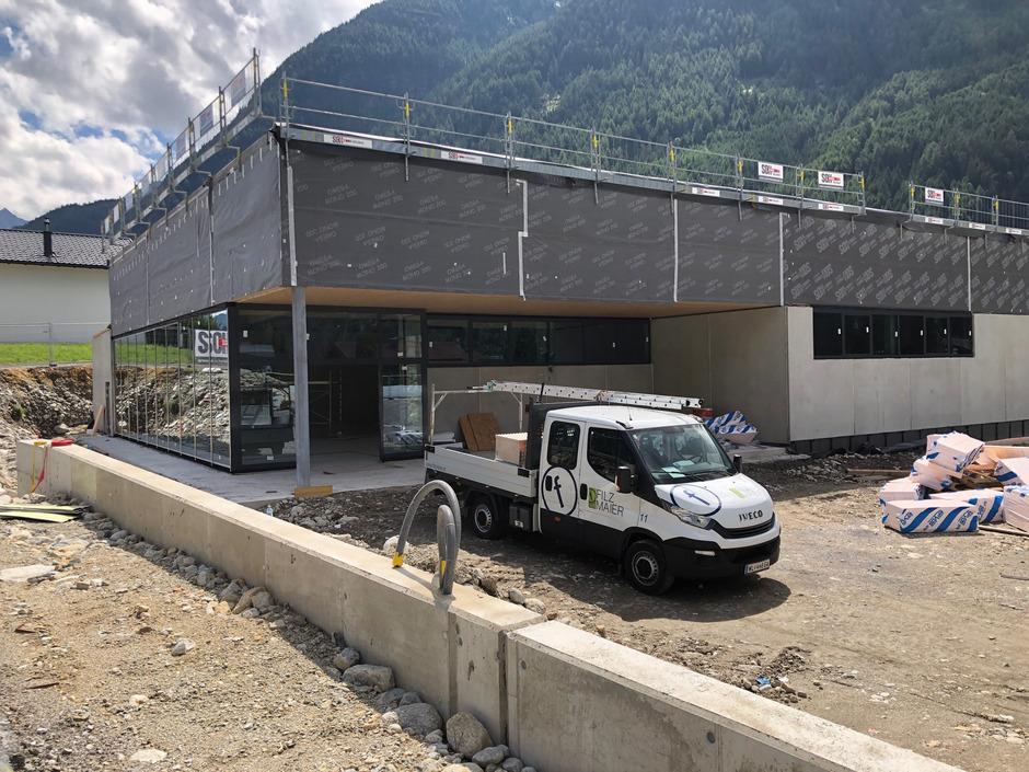 Grundstück gekauft, altes Gebäude geschleift, Neubau errichtet und einen Linksabbieger zur Hälfte mitfinanziert: Das kurzfristige Aus für die geplante Lidl-Filiale in Umhausen kommt für die Gemeinde überraschend.