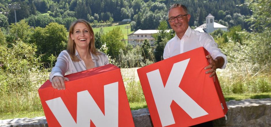 WK-Bezirksobfrau Martina Entner und WK-Bezirksstellenleiter Stefan Bletzacher sehen die Lage im Wirtschaftsstandort positiv.