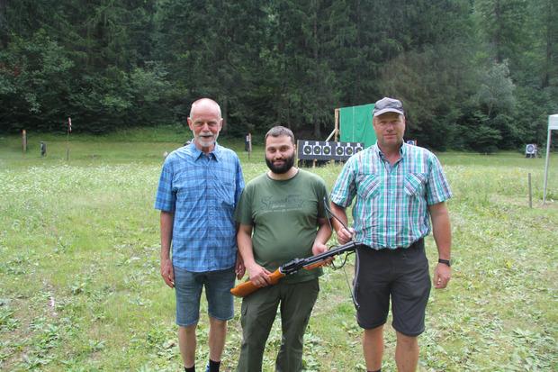 Schützenmajor Fritz Gastl, Obmann Christoph Pinzger und Schützenhauptmann Arnold Wachter (v.l.) luden zum Bewerb.