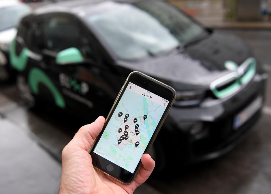 Mieten statt besitzen: Autos, Fahrräder und E-Scooter können in vielen Städten einfach über Apps gebucht werden.