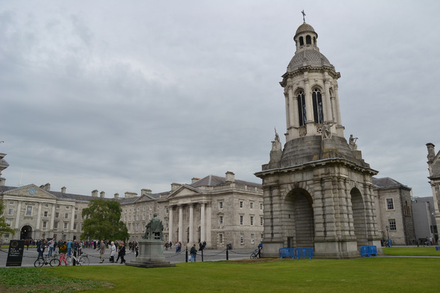 Der Glockenturm im Gelände des Trinity College.