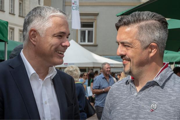 Neo-Bezirkshauptmann Michael Kirchmair (l.) und Physiotherm-Chef Josef Gunsch unterhielten sich am TT-Café prächtig.