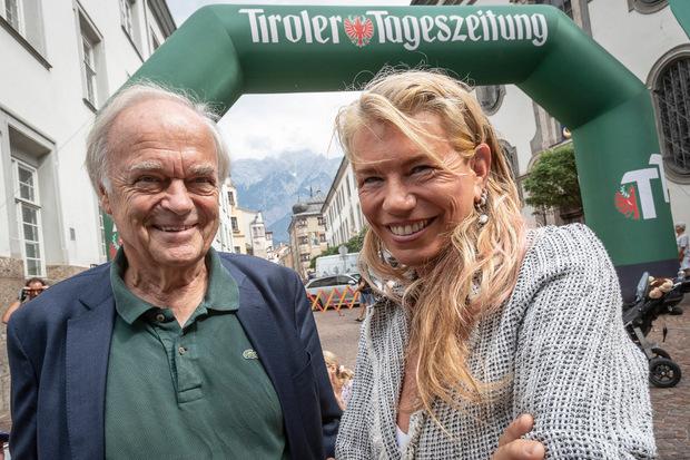 Kaffee- und Kunstgenuss: KR Leopold Wedl im Gespräch mit der bekannten Malerin und Bildhauerin Patricia Karg aus Thaur.