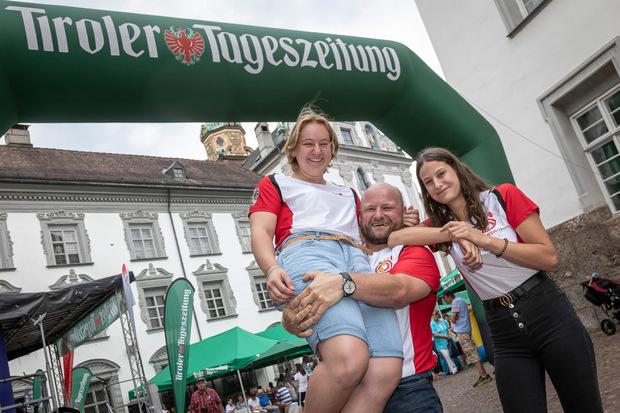 Geballte Kräfte bewiesen die erfolgreiche Gewichtheberin Victoria Steiner, ihr Papa Harald und Trainingspartnerin Anna Lamparter.