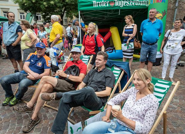 Die Gäste machten es sich beim TT-Café auch in den Liegestühlen bequem.