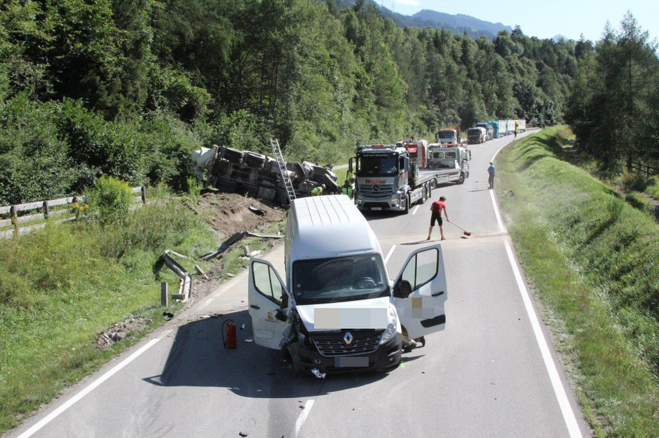 Insgesamt waren in den Unfall vier Fahrzeuge verwickelt.