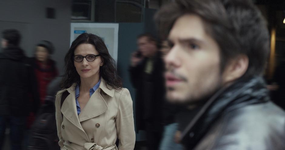 Juliette Binoche spioniert als Claire ihren jungen Liebhaber Ludo aus und gerät damit in eine gefährliche Gefühlsspirale.