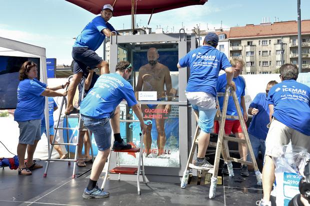 Am Ende hielt es der Extremsportler zwei Stunden, acht Minuten und 47 Sekunden lang aus.