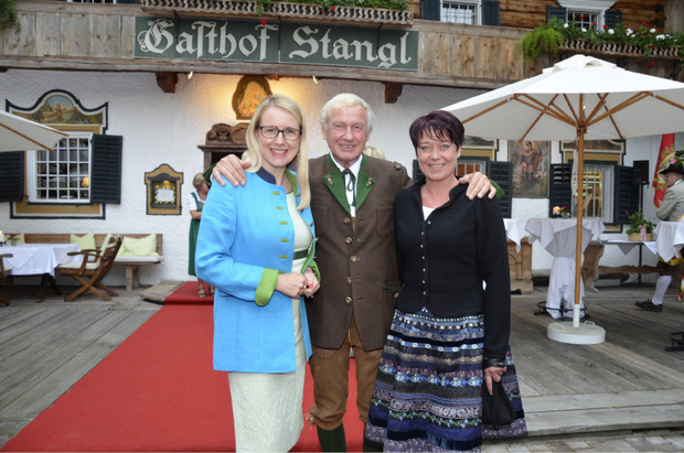 Margarete Schramböck, Stanglwirt Balthasar Hauser und LT-Präsidentin Sonja Ledl-Rossmann (r.).