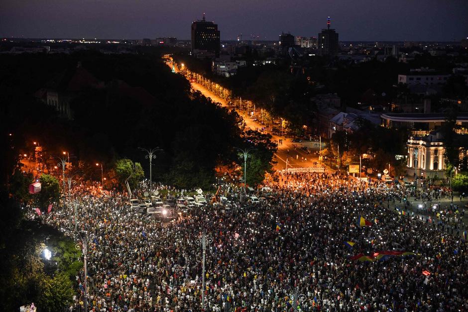 Rund 20.000 Menschen demonstrierten vor dem Regierungssitz in Bukarest.
