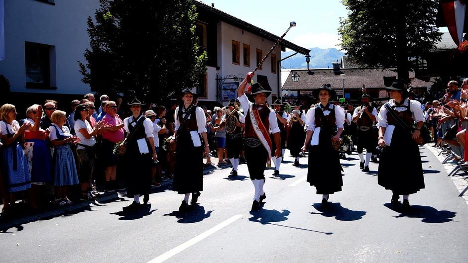 Musikkapellen und Festwägen prägten am gestrigen Sonntag den Wildschönauer Ortsteil Oberau.