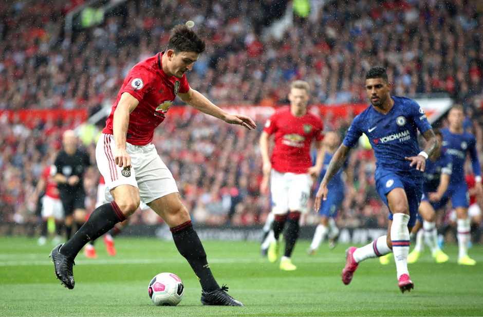 Harry Maguire (l.) in Action.