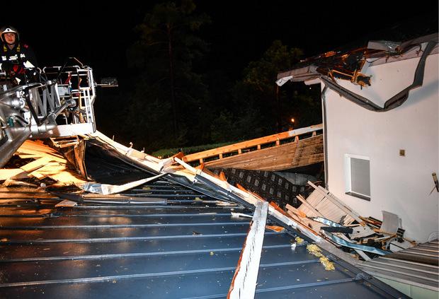 Die Feuerwehr hatte nach dem schweren Unwetter alle Hände voll zu tun.