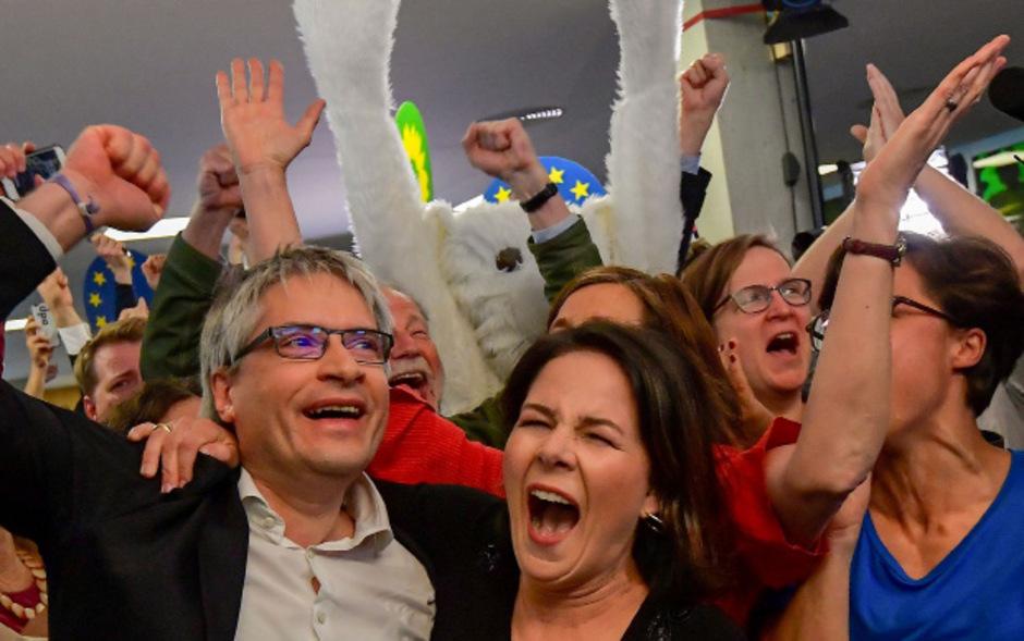 Jubel bei den deutschen Grünen nach der Europawahl, wo sie ein starkes Ergebnis einfuhren.