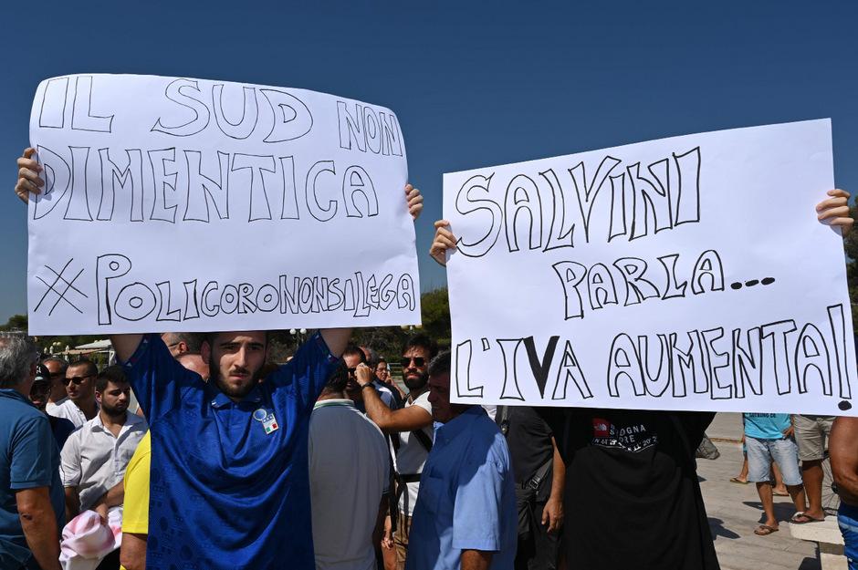 Salvini wird auch mit Protesten empfangen.