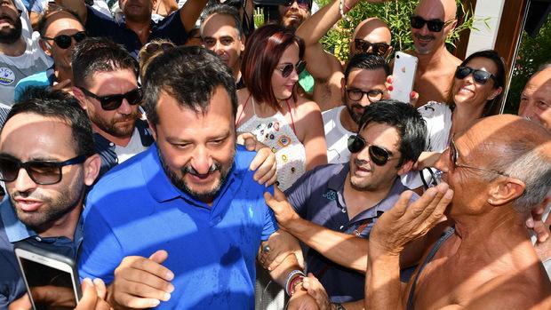 Lega-Chef und Innenminister Matteo Salvini lässt sich von seinen Unterstützern feiern.