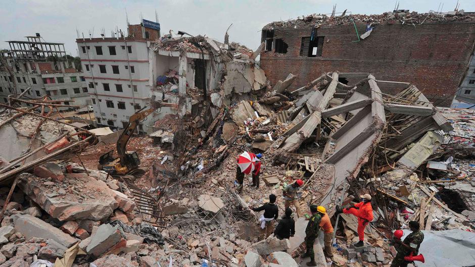"""Der """"Rana Plaza""""-Komplex in Bangladesch stürzte im Jahr 2013 ein. 1138 Menschen kamen dabei ums Leben."""