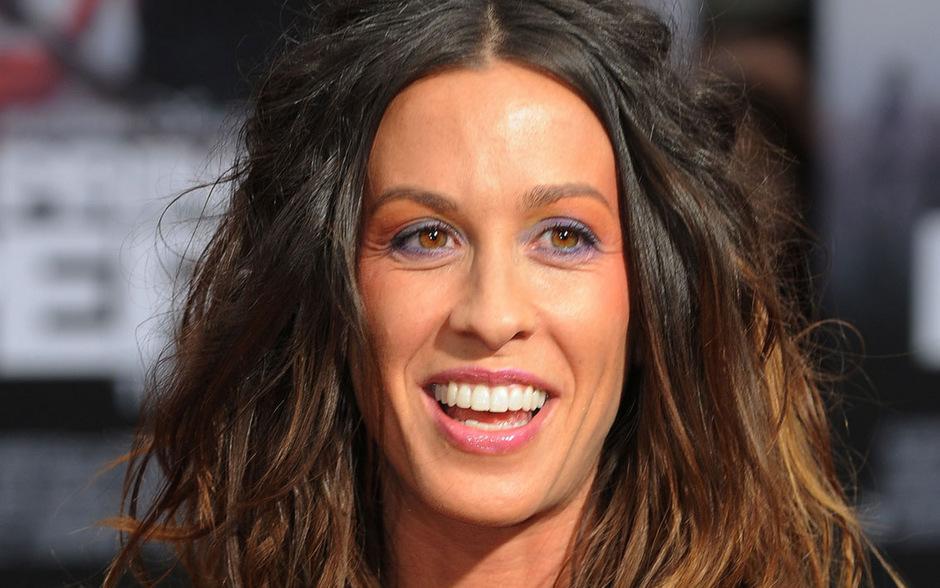 Die kanadische Sängerin Alanis Morissette ist zum dritten Mal Mutter geworden.