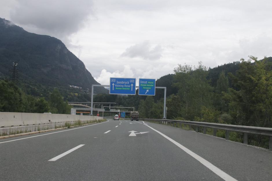 Die Anschlussstelle Imst soll übersichtlicher, verständlicher und insgesamt verkehrssicherer beschriftet werden.